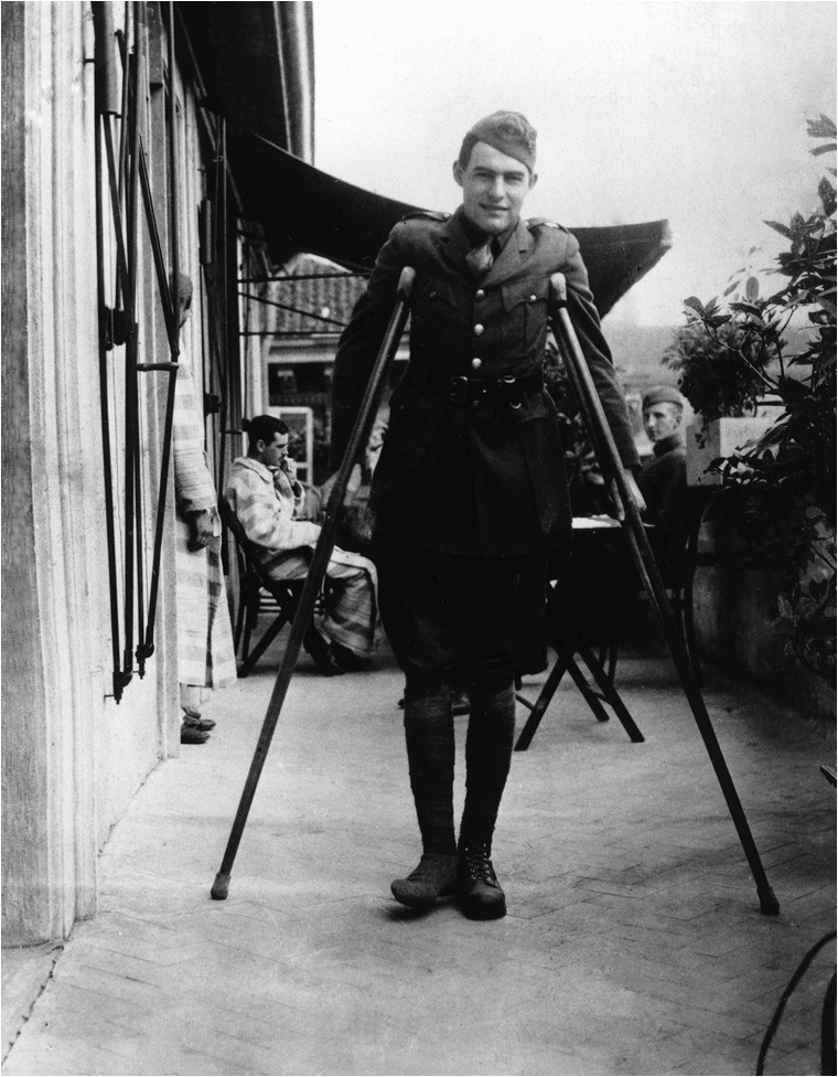 Datei Ernest Hemingway recuperates from wounds in Milan 1918
