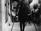 Ernest Hemingway Lebenslauf Deutsch Datei Ernest Hemingway Recuperates From Wounds In Milan